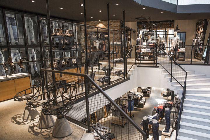 http://retaildesignblog.net/2014/08/31/jack-jones-store-by-riis-retail-bremen-germany/