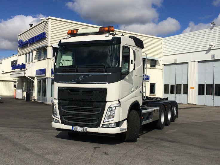 2015-04-28 Nyleverans av en Volvo FH500, 8*4 med en lastväxlare från HIAB. Markservice i Hallsberg är kunden.