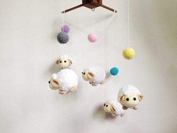 Crochet bebé móvil bola de colores de oveja por IvoryTreeHouse