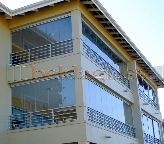 Cerramiento de balcon con cortinas de cristal Denenecek projeler