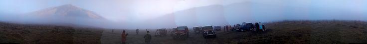 Pagi yang berkabut di padang savana di kaki Bromo dengan suhu 10 derajat celcius.