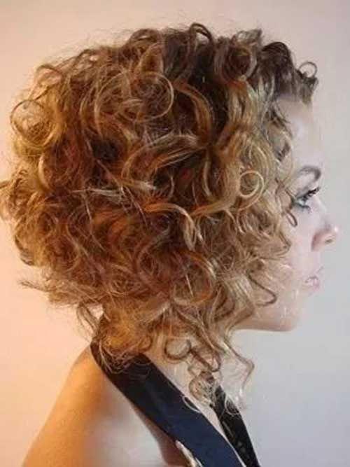 20.Kurze Lockige Frisur