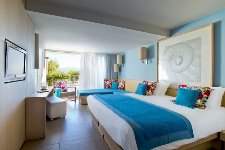Our rooms at Club Med Gregolimano (Greece) bring you the gorgeous colors of Greece.