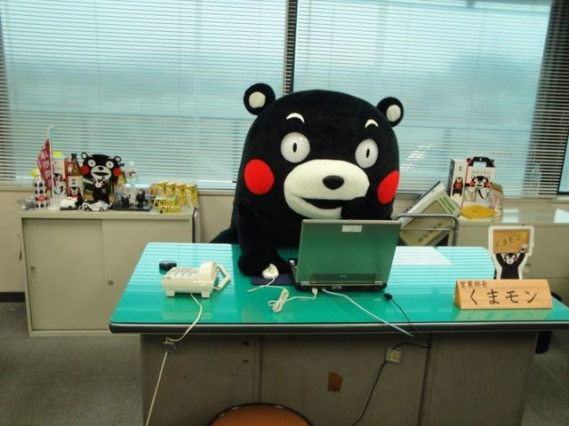 Kumamon checking e-mails