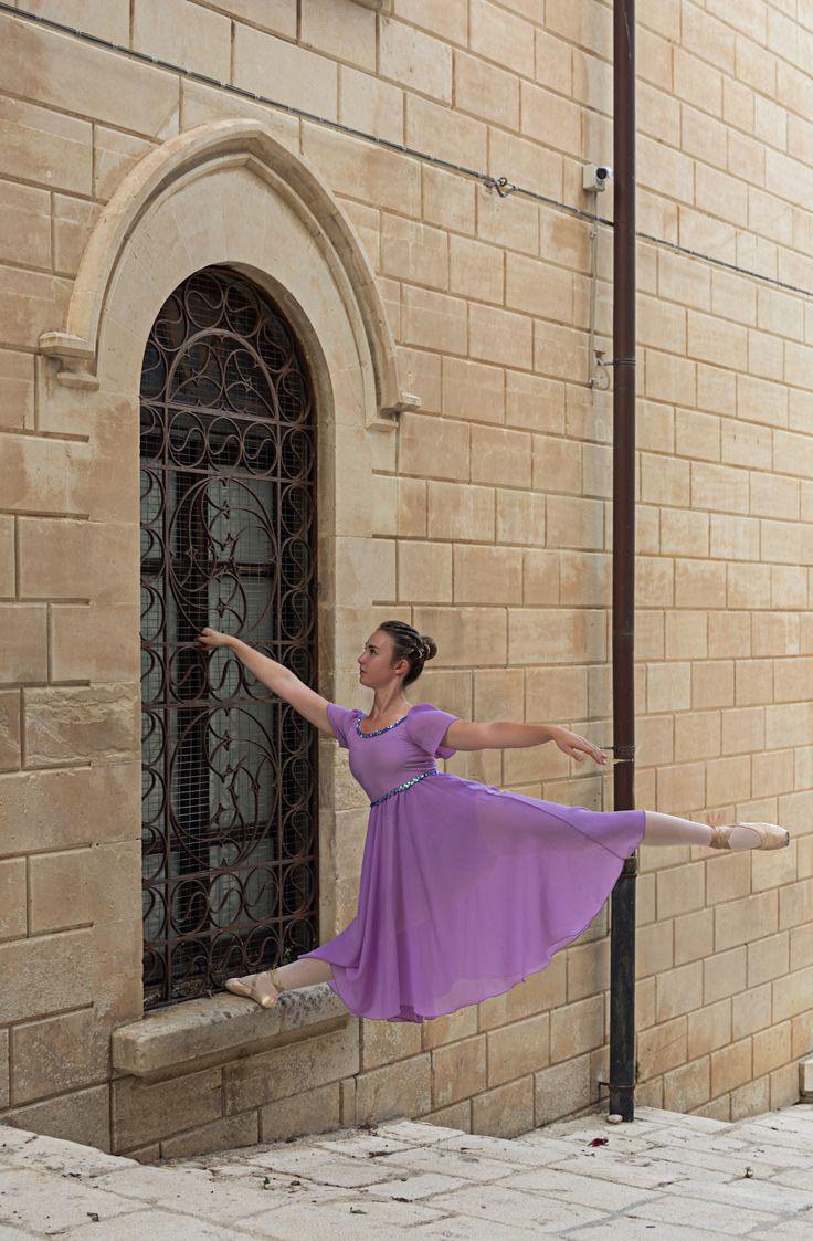 """Danzando danzando:  """"Ogni uomo dovrebbe danzare, per tutta la vita. Non essere ballerino, ma danzare."""" """"Every man should dance, for a lifetime. Do not be a dancer, but dancing. """" [cit. Rudolf Nureyev]"""