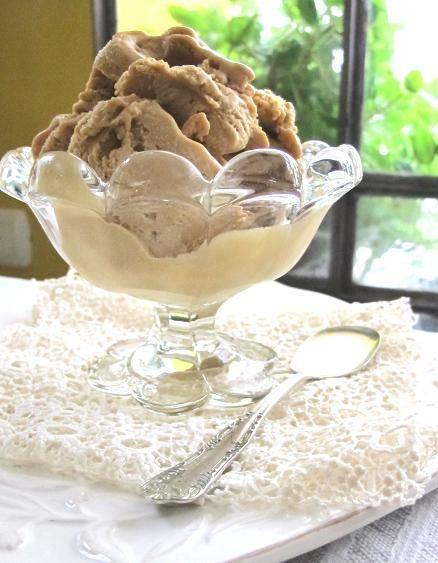 Helado casero de dulce de leche: 1 lata de leche condensada 1/2 kg de dulce de leche 1/2 litro de crema batida