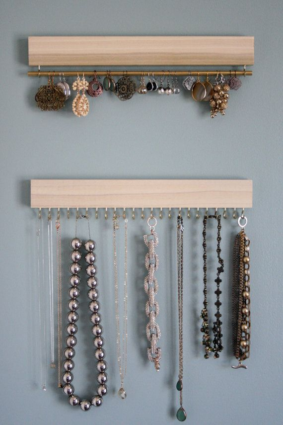 Ensemble de trois présentoirs bois (avec les cuivres/or ou argent/nickel) naturelle : deux pour les colliers et bracelets, un pour boucles d