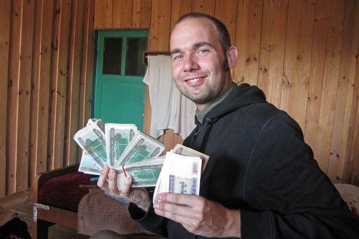 Das Wichtigste vorab: Die Zeiten von Reiseschecks & Co sind lange vorbei. Heute ist es kinderleicht, in Südostasien an Bargeld zu kommen. Das Einzige, was du dafür brauchst, ist eine Kredit- oder Maestro-Karte.