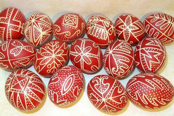 Az örökkévalóság törékeny szimbóluma. Varázslatos hímes tojások többszörösen díjazott népi iparművészektől – Életszépítők