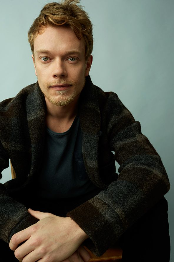 Alfie Allen Nude Photos 18