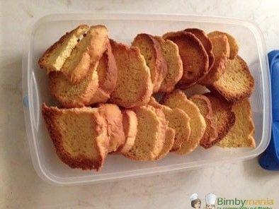 Fette biscottate Bimby fatte in casa, ecco come preparare le fette biscottate per a prima colazione con le nostre mani! Ingredienti: 2 uova, 600 gr di...