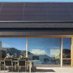 Tesla évite les tuiles en dévoilant des panneaux solaires à placer sur le toit