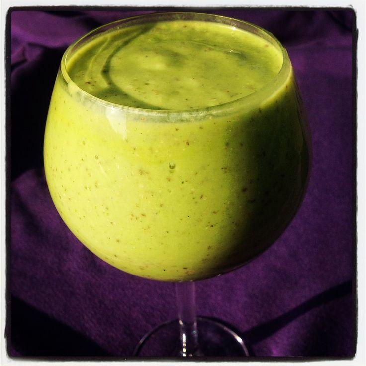 Avocado Mango Green Smoothie | Fit Fluential