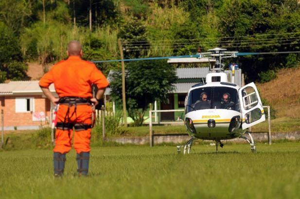 Resgate de corpos de alpinistas deve levar mais de três horas