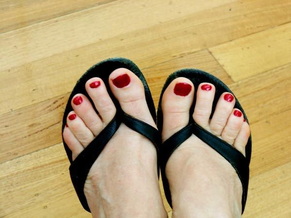 Bohemian Beauty: Silvia works her magic and gives Michelle Kneipp Pegler a pedicure!