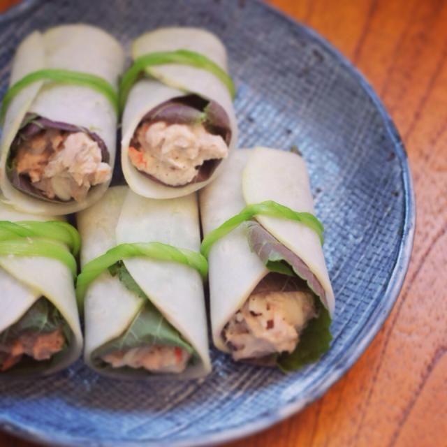 レシピとお料理がひらめくSnapDish - 61件のもぐもぐ - Tuna salad rolled with salted kohlrabi/ ツナサラダのさっぱり塩漬けコールラビ巻き by Kon