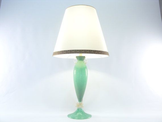 Glamorous table lamp with green pulegoso Murano glass base of the prestigious company Gabbiani in Venice. €1210,00