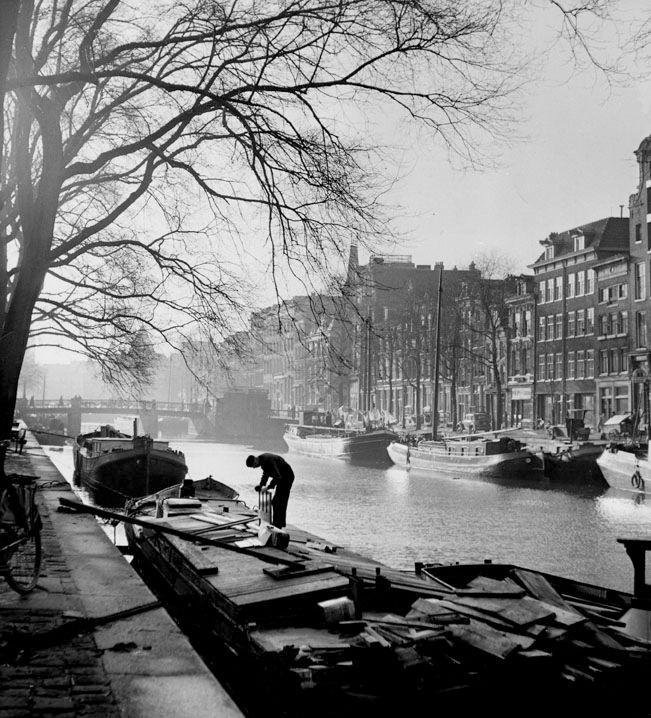 """ Gelderse kade "", Amsterdam 1950. photo: Kees Scherer"