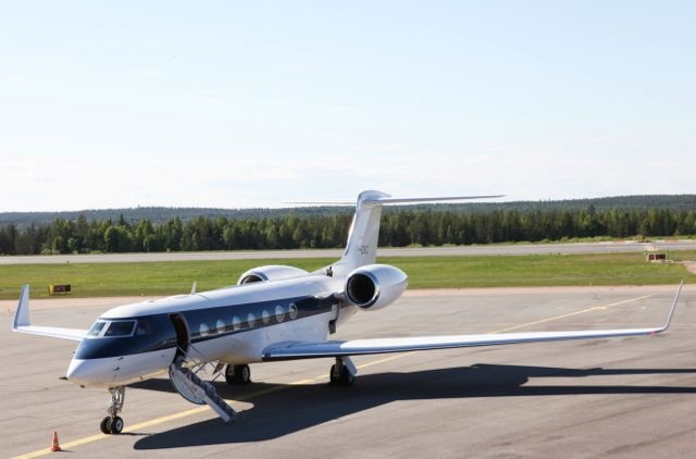 Amazing and #rare #Gulfstream at the #ArcticCircle #LuxuryAction #Aviation #Businessjet #Finland #travel