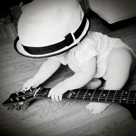My little guitarist #guitar #hat #music #babygirl #babypics