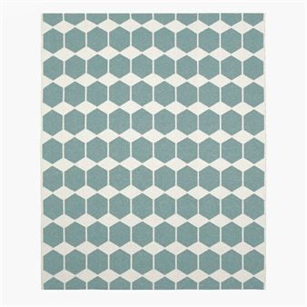 This large plastic rug with a classic geometric design from Brita Sweden are made to last. Brita Sweden's reversible plastic rugs are made from plastic foil and have been produced according to old Swedish weaving traditions. Much of the production is by hand, therefore the rags may vary in size slightly. This Swedish-made rug will add a touch of Scandinavia to any home!