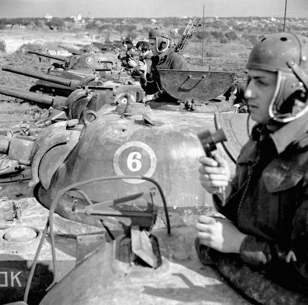 """Sherman tanks of """"C"""" Squadron, 8th Princess Louise's (New Brunswick) Hussars, taking part in an indirect shoot on a German-held crossroads, Tollo, Italy, February 4th 1944."""