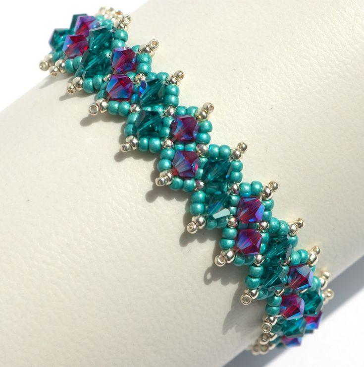 Zartes Armband aus Swarovski Elements in Handarbeit hergestellt. Individuell - feminin- romantisch.