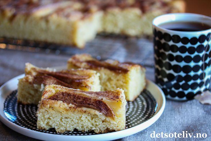 Hei kjære dere! Mange av dere har høstferie denne uken eller neste uke, og her er et supert kaketips på en lettvint kake med deilig smak av vanilje, epler og pærer. Kaken er basert på Vaniljesauskake, som jeg tidligere har laget eplekake av,både som rund kake, se Eplekake med vaniljesaus, liten langpannekake, seVaniljesauskake medepler og som stor langpannnekake, seVaniljesauskake i langpanne med epler. Dette er også kaken som varhelgens kaketips i søndags-VG forrigesøndag og som du…