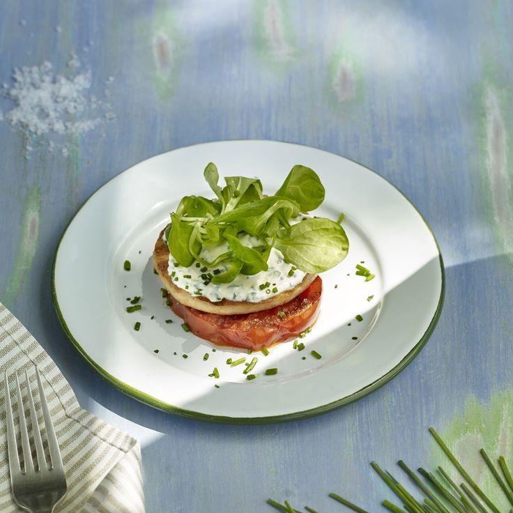 Hamburgues de trucha con tomate a la parrilla