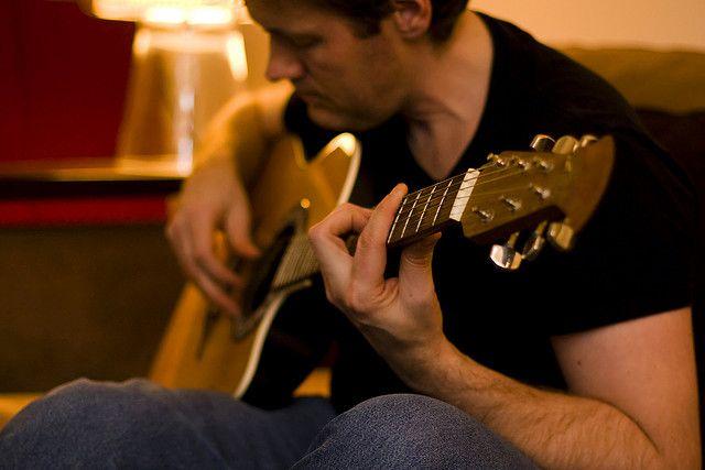 10 Cara paling ampuh berlatih Gitar