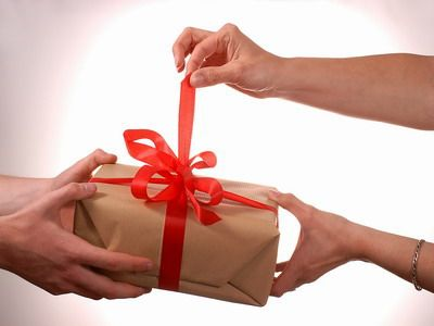 Pass the Parcel Adult Game - Gifts are not just for kids, even grown ups will surely get excited knowing they could have a gift. This old-fashioned game is perfect for family parties.