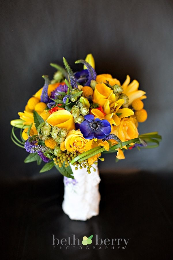 flowers by tina barrera photo by beth berry  yellow callas, roses billy balls