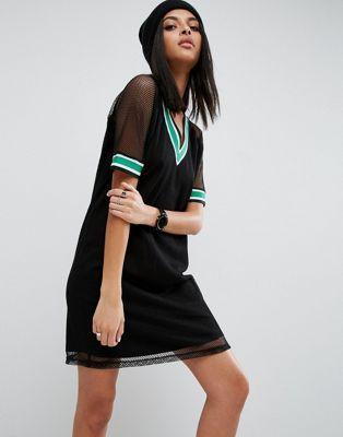 ASOS - Robe t-shirt avec maille résille style maillot de basket