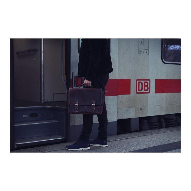 Unsere Businesstasche Hanswurst  | http://ift.tt/2uOOXSF #stadthimmel #mittwoch #wednesday #wednesdays #bergfest #humpday #hamburg #hh #welovehh #berlin #düsseldorf #regen #db #hans #deutschebahn #regen #mittagspause #pause #arbeiten #haveabreak #mahlzeit #braun #schwarz #mittagessen #kaffeepause #weekender #november #diewocheaufinstagram