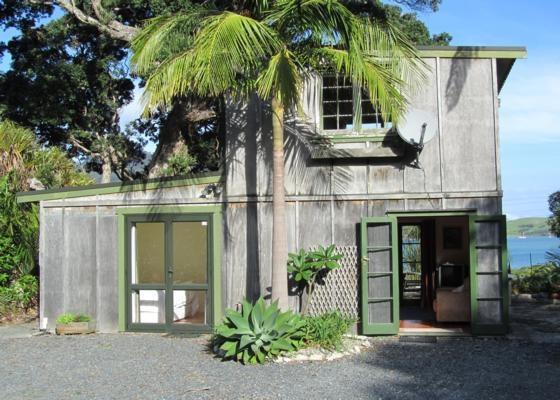 Kiwibach Studio - McKenzie Bay, Whangarei Heads