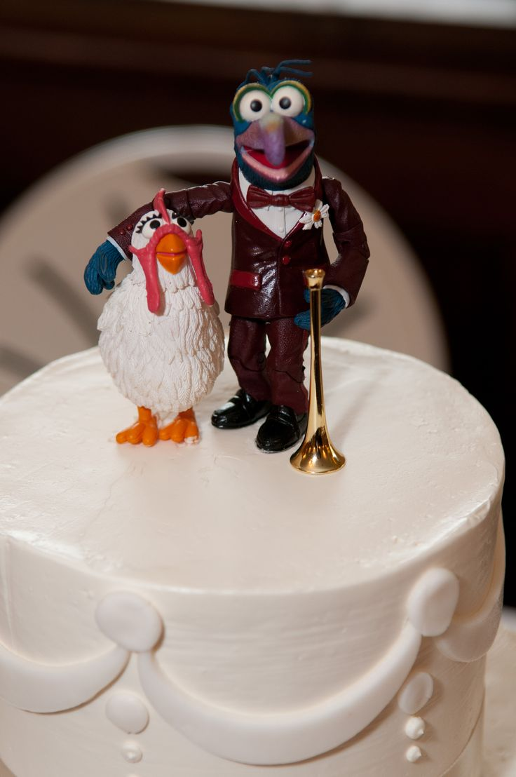Gonzo And Camilla Vintage Figures As Cake Topper Wedding
