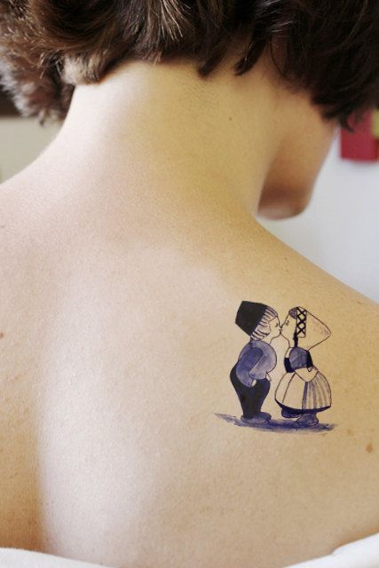 Temporary tattoo with Dutch copple in 'Delfts Blauw'