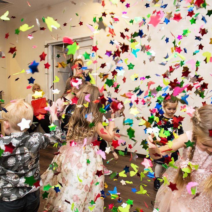 Мы поздравляем вас с Международным днем дружбы и приглашаем ваших деток и их друзей провести эти выходные вместе с нами! 1 и 2 августа с 16:00 в клубе для всей семьи #ribambelle ребят будут ждать две самые необыкновенные анимации, они отправятся в космос и будут танцевать до упаду! Песни, флешмобы, игры- все это и многое другое, приводите своих деток и дарите им праздник Забронировать столик можно по телефону: 8 (495) 2222-813 #vremenagoda #vg #vgsummer