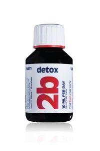 Description: 2b detox is een mengsel van antioxidanten vitaminen reinigende kruiden en andere nutriënten in een natuurlijk bosbessenconcentraat Actieve stoffen per 10 ml dagdosering: Mariadistel 500 mg Groene thee 150 mg Paardenbloem 100 mg Choline 100 mg Vitamine C 40 mg (ADH=50%) Vitamine B3 8 mg (ADH=50%) Vitamine B6 1 mg (ADH=72%) % = percentage van de Aanbevolen Dagelijkse Hoeveelheid Ingredienten: water zwartebessen concentraat 17% rietsuiker mariadistel groene thee paardenbloem…