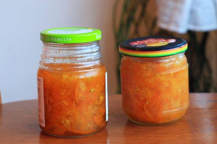 Mit ein paar Zitrusfrüchten, Honig, Zucker und etwas Geduld lässt sich ein sehr wirksamer und wohlschmeckender Hustensaft herstellen. Wir zeigen dir wie!