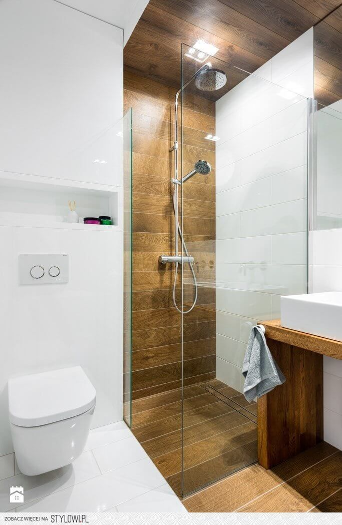 Cabin In The Wood-Tiled Shower