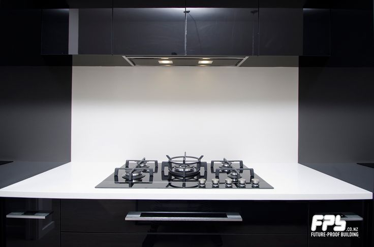 Fisher & Paykel 90cm Gas on Glass Cooktop. Model: CG905DNGGB1