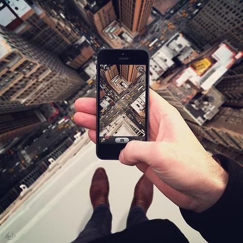 'cause taking a pic by normal way is too mainstream!