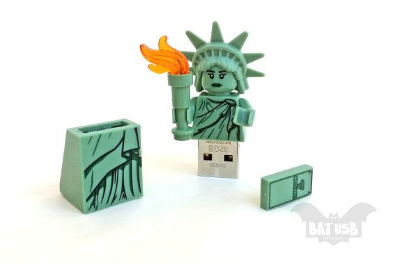 BAT™ 8/16/32/64GB USB flash drive - Memory Stick - Lego® original Minifigure - Statue of Liberty Usa - Lego usb with legs cap - Collectible by Think4HandmadeArt, €60.00