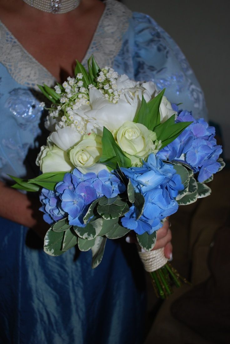 Boeket:Lelietjes van Dalen, witte rozen en hortensia's