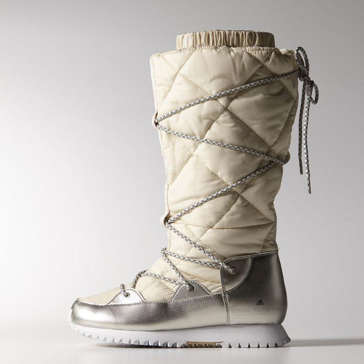 De adidas by Stella McCartney Troper-laarzen houden sneeuw en ijs buiten door het geïsoleerde, waterafstotende climaproof®-ontwerp. Deze gewatteerde retro sneeuwlaarzen kunnen opgetrokken of opgerold gedragen worden.