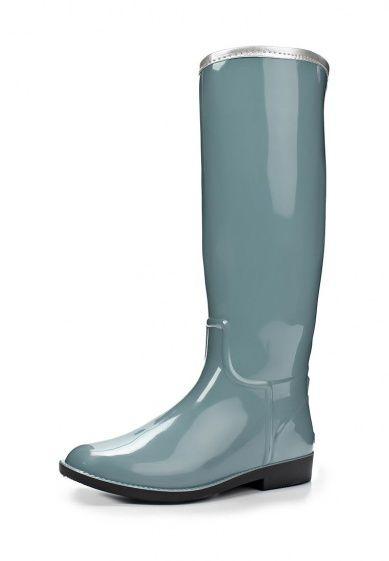 Серые сапоги SANDRA выполнены из глянцевой резины. Детали: низкий каблук, выступающий рант, молния сзади.