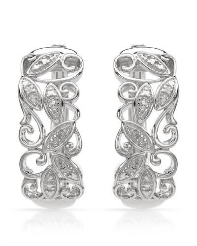 Øreringer i 925 Sterling sølv . Dekorert med flott mønster og 1 liten diamant på hver ring. Materiale: 925 Sterling sølv og små diamanter (2 stk/0,01ctw). Bredde: 9 mm. Total lengde: 24 mm. Total vekt: 6,8 g. #smykke #øredobber #øreringer #sølv #diamant #zendesign