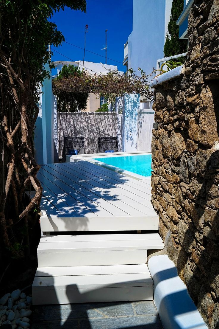 There is nothing like the feeling of walking out towards the private pool of the Semeli Garden suite. It feels so mysterious and yet so perfect! http://www.semelihotel.gr/accommodation/garden-suite-mykonos/  #Semeli #SemeliHotel #Mykonos