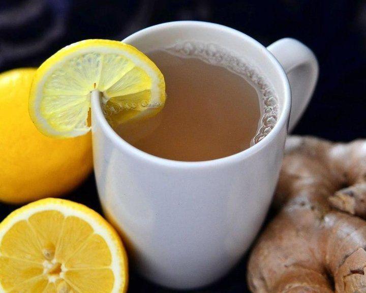 ИНГРЕДИЕНТЫ: ● 1.5 л. кипятка ● 2 ст. л. крупно нарезанного свежего имбиря ● 1 дес. ложка листового зеленого чая